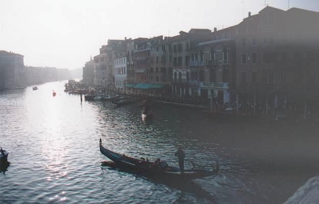 Le Grand canal dans la brume