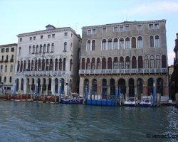 La Ca\' Loredan et la Ca\' Farsetti à Venise