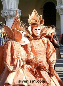 carnaval-couple-orange