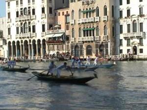 Course des jeunes de la Regata storica à Venise