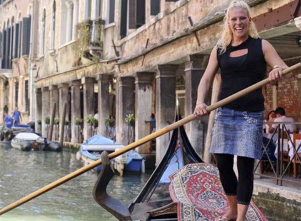 Première femme gondolière à Venise
