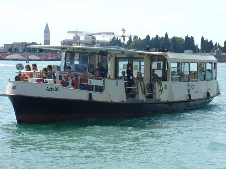 Vaporetto à Venise vaporetto ACTV