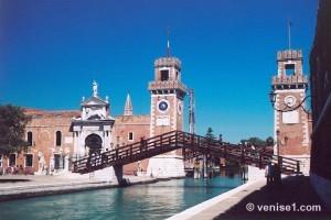 L' arsenal, les tours et les lions de Corto Maltese