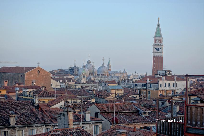 Vues depuis la terrasse panoramqiue de la Fondaco dei Tedeschi à Venise