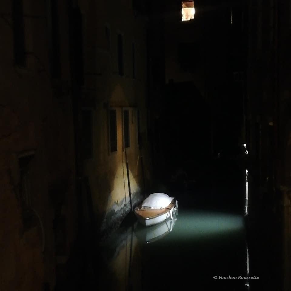 barque de nuit à Venise