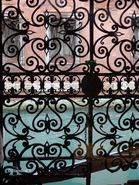 Grille fer forgé du palais Rota Ivancich à Venise