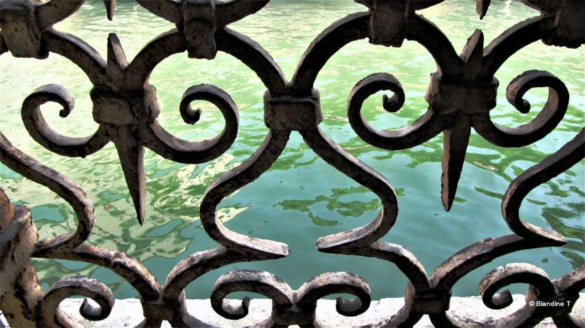 Photo de fer forgé à la Ca' Zanardi à Venise