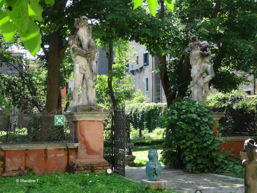 jardin du palais Sorenzo-Cappello à Venise