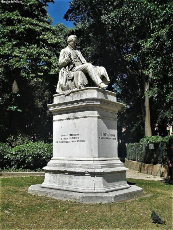 Statue de Pietro Paleocapa au jardin Papadopoli à Venise